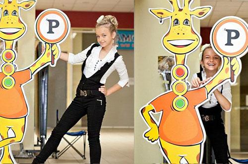 Детский клуб дизайн логотипа жираф