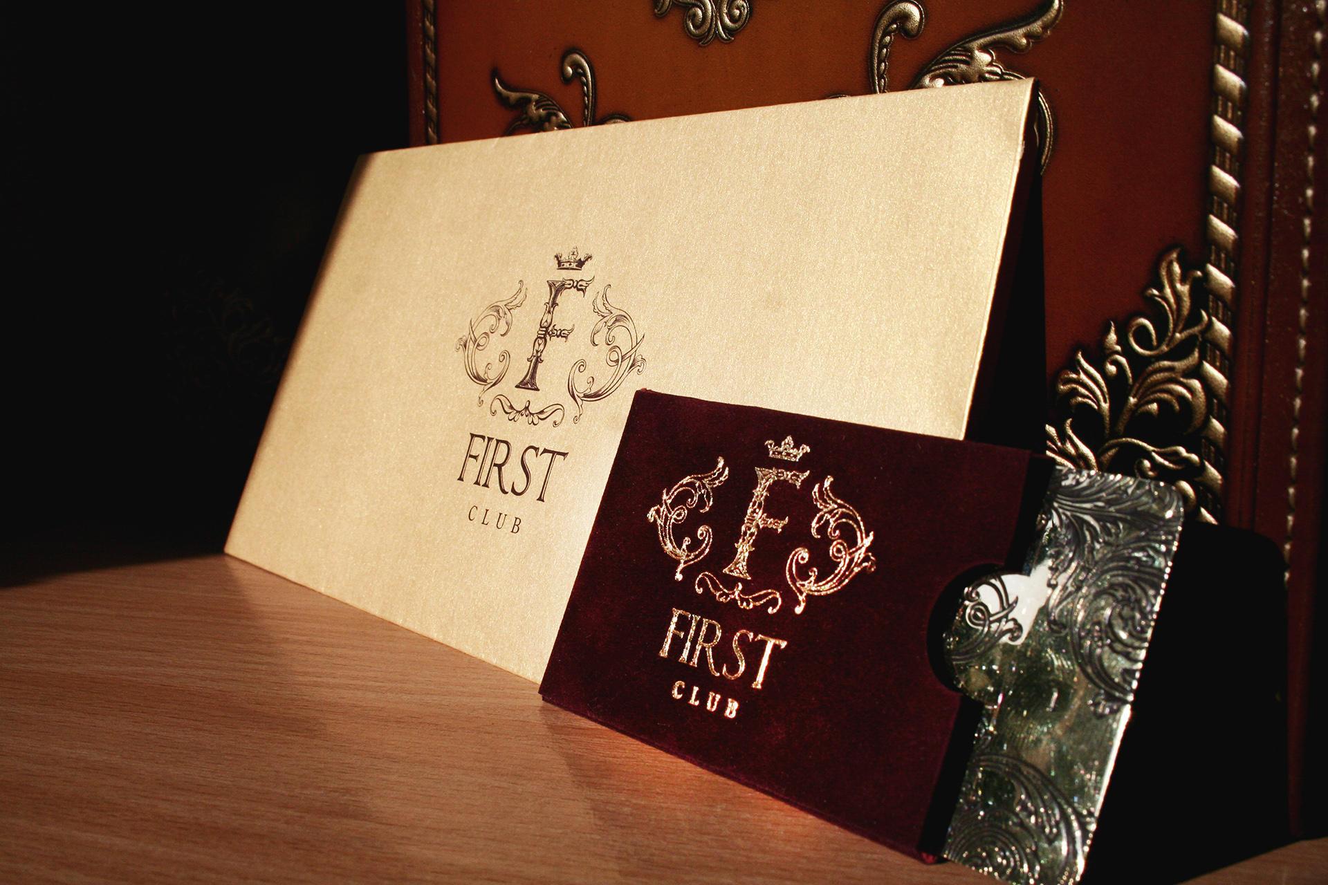 Дизайн золотого конверта для ресторана